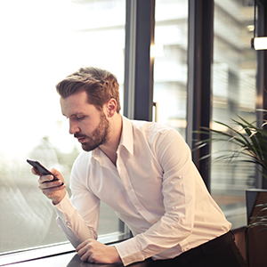Notification addiction: Phone use in the workplace image